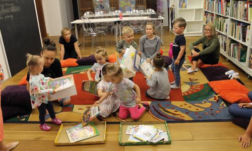 Na linii wzroku, czyli jak budować i rozwijać relacje z dziećmi