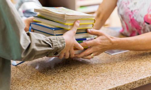 Odzyskiwanie niezwróconych książek i kary dla czytelników