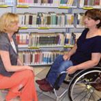 Troje schodów – osoby z niepełnosprawnościami w bibliotece publicznej