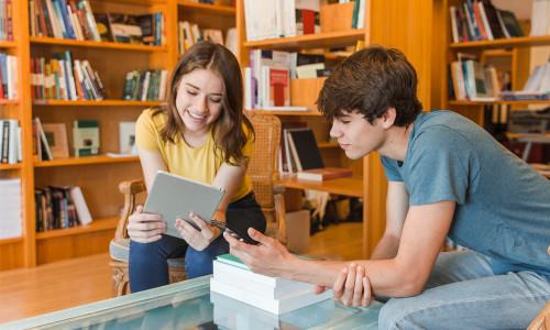 Telefon komórkowy w szkole:  za i przeciw