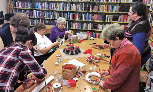 Twórczy seniorzy w bibliotece