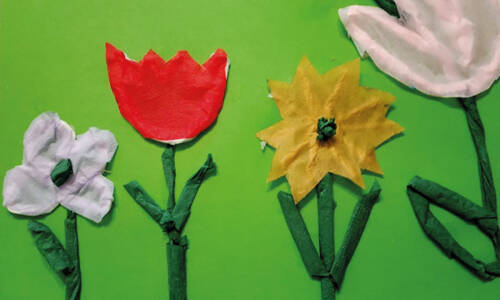 Kolorowe kwiaty zserwetek papierowych